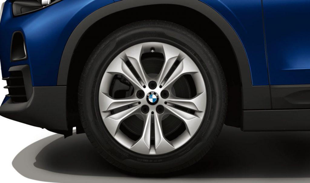 """17"""" BMW Leichtmetallrad Doppelspeiche 564 Reflexsilber, Winter-Komplettrad"""
