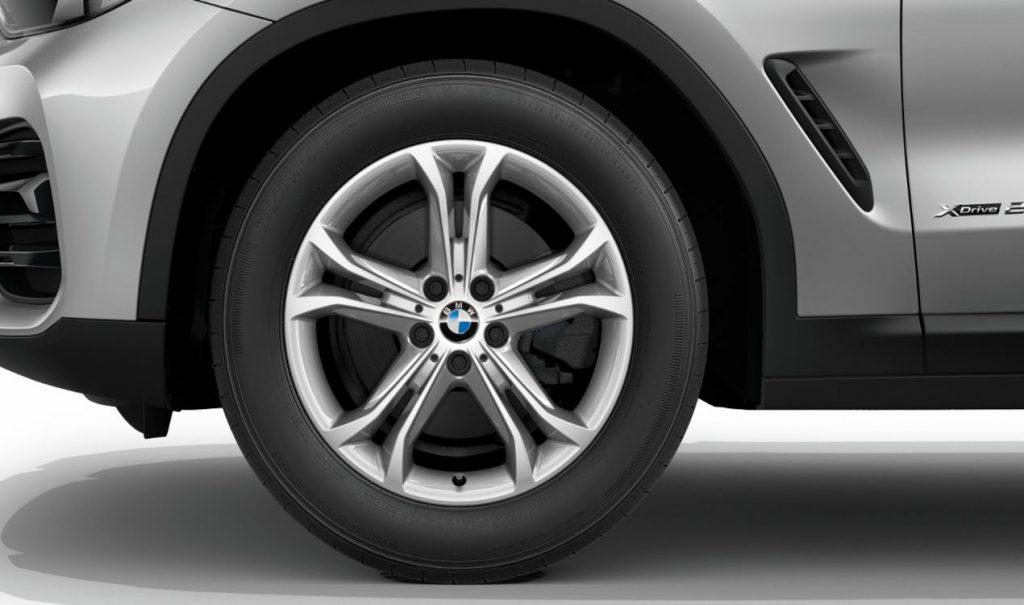 """18"""" BMW Leichtmetallrad Doppelspeiche 688 Reflexsilber, Winter-Komplettrad"""