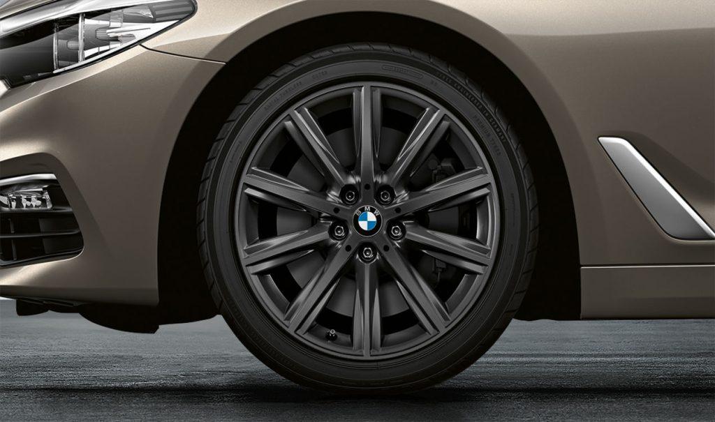 "18"" BMW Leichtmetallrad V-Speiche 684 Orbitgrau, Winter-Komplettrad"