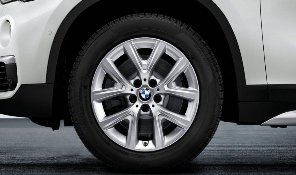"""17"""" BMW Leichtmetallrad Y-Speiche 574 Reflexsilber, Winter-Komplettrad"""
